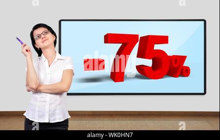 Businesswoman thinking et téléviseur plasma sur le mur avec un rabais