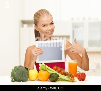 Femme avec fruits, légumes et tablet pc