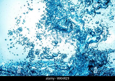 Beaucoup de bulles dans l'eau close up, résumé eau vague avec bulles Banque D'Images