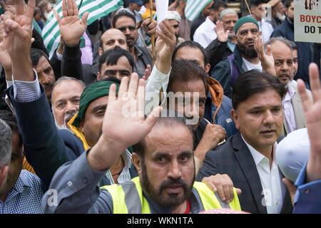 La place du parlement, Londres, Royaume-Uni. 3 septembre 2019. Des milliers de manifestants se rassemblent dans la place du Parlement pour exprimer leur solidarité avec les opprimés à majorité musulmane dans la région himalayenne de l'Inde. La manifestation se dirige vers Whitehall pour atteindre la Haute Commission indienne à Londres pour demander la liberté au Cachemire et mettre fin aux violations des droits humains.