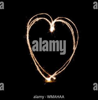 Peinture de lumière en forme de coeur noir