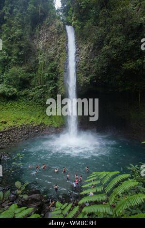 La cascade de la Fortuna (Catarata La Fortuna) dans la province d'Alajuela, Costa Rica. Banque D'Images