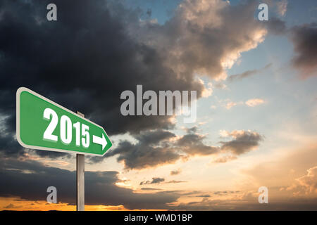 En 2015 bold contre gris et orange bleu ciel avec des nuages Banque D'Images