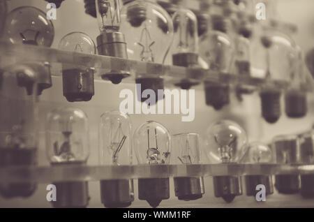 Close-up de différentes ampoules en ligne Banque D'Images
