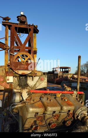 Close-up of machines rouillées au quai Banque D'Images