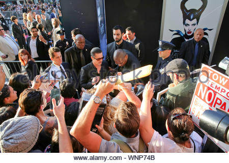 Hollywood, CA - Angelina Jolie et Brad Pitt arrivent à Hollywood du maléfique Premiere. AKM-GSI 28 mai 2014 l'autorisation de ces photos, veuillez communiquer avec: Steve Ginsburg (310) 505-8447 (323) 423-9397 ou sales@akmgsi.com steve@akmgsi.com Maria Buda (917) 242-1505 mbuda@akmgsi.com ginsburgspalyinc@gmail.com Banque D'Images