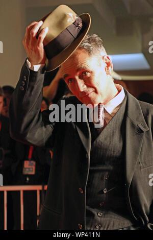 L'Italie, Lido di Venezia, le 6 septembre 2019: l'acteur britannique Mark Rylance, marche le tapis rouge de l'avant de l 'attente de l'examen préalable des Barbares (adap
