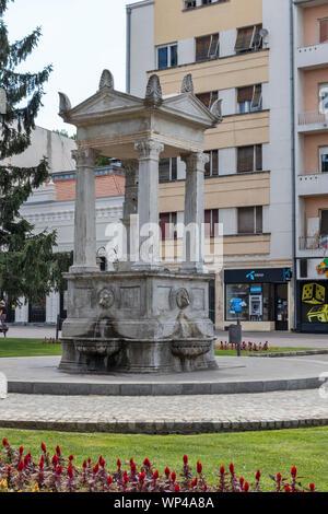 NIS, Serbie - 15 juin 2019: fontaine au centre de la ville de Nis, Serbie