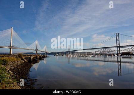 Les trois ponts sur l'avant à partir de South Queensferry, Ecosse