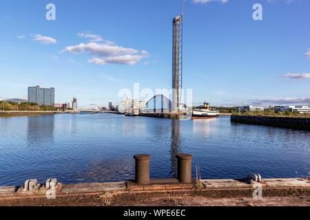 Voir l'est le long de la rivière Clyde, docks de la Govan vers la Science Centre musée avec tour d'observation, les MES et Waverley Queen Mary