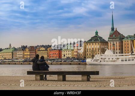 La Suède, Stockholm City skyline à Gamla Stan et Slussen avec amour couple