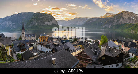 Hallstatt Autriche, sunrise panorama nature paysage de Hallstatt village avec lac et montagne