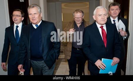 6. 02. 2014 Varsovie, Pologne. Sur la photo: Leszek Miller, Jerzy Wenderlich, Aleksander Kwasniewski, Adam Michnik Banque D'Images