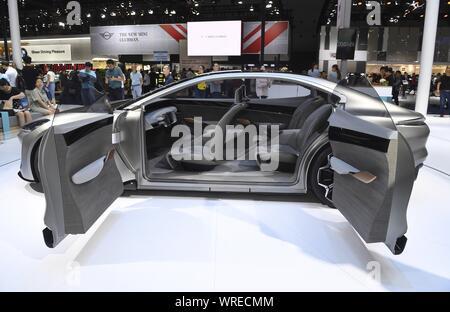 (190910) -- Chengdu, 10 septembre 2019 (Xinhua) -- Un nouveau concept-car de l'énergie de la Chine s'affiche pendant le 22e Salon de l'Auto de Chengdu à Chengdu, dans le sud-ouest de la province chinoise du Sichuan, le 10 septembre, 2019. (Xinhua/Liu Kun) Banque D'Images