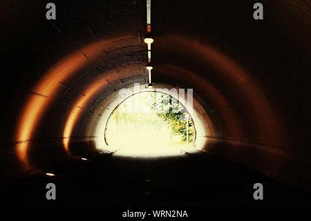 La lumière au bout de tunnel Banque D'Images