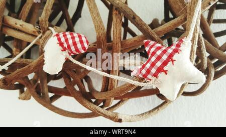 Close-up of Christmas decorations Hanging sur bois