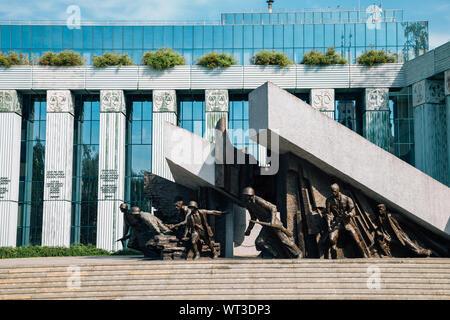 Varsovie, Pologne - 14 juin 2019: Monument du soulèvement de Varsovie et de la Cour suprême de Pologne Banque D'Images