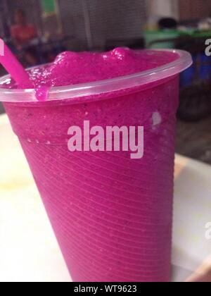 Close-up of Pink Dragon Fruit Smoothie Banque D'Images