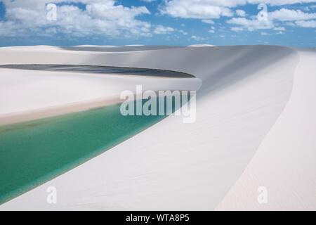 Superbe paysage de dunes et de lacs à Lencois Maranhenses Banque D'Images