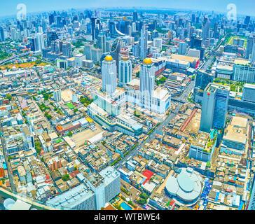 BANGKOK, THAÏLANDE - 24 avril 2019: La vue aérienne de la tour Baiyoke II sur les quartiers d'affaires de la ville avec des édifices modernes, le 24 avril à Banque D'Images