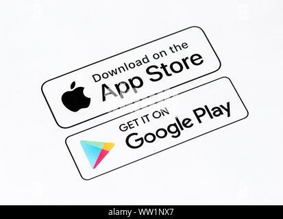 Kiev, Ukraine - le 12 septembre 2019: Gros plan sur App Store et Google Play télécharger boutons qui imprimé sur un papier blanc. Banque D'Images
