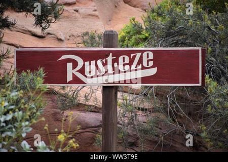 Rust-eze signe terre voitures Banque D'Images