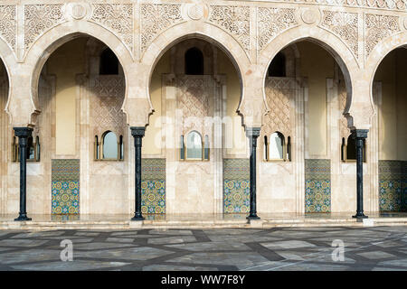 Maroc, Casablanca, mosquée Hassan II dans la lumière du matin, façade Banque D'Images