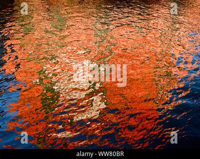 La réflexion de l'eau dans la Speicherstadt Hamburg, Germany, Europe Banque D'Images