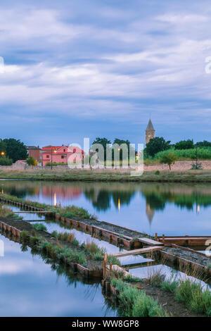 Ville de Nin avec l'ancien château en premier plan, comté de Zadar, Dalmatie, Croatie Banque D'Images