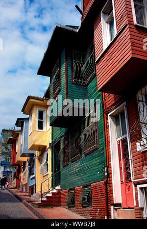 Maisons en bois coloré, traditionnel près de Chora church, Edirnekapi quartier, district de Fatih, Istanbul, Turquie. Banque D'Images