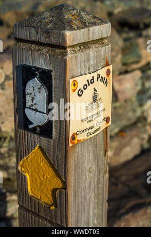 South West Coast Path signe sur la péninsule du Lézard en Cornouailles UK Banque D'Images
