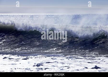 Rupture des vagues à la mer, Langaholt, Glasgow, Glasgow, Islande Banque D'Images