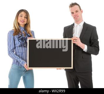 Business man and woman avec tableau vide isolé sur fond blanc Banque D'Images