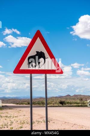 Les éléphants crossing warning sign, Damaraland, Namibie Banque D'Images