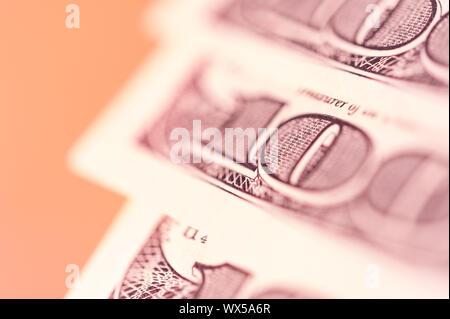 Arrière-plan de financement avec de l'argent, la bourse graphique, graphique et un stylo.
