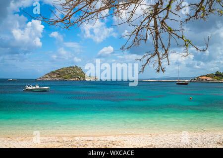 Des eaux turquoises de port d'Agios Nikolaos Banque D'Images