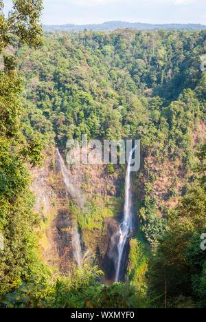 Superbe cascade de Tad Fane, ci-dessus, le Laos Paksong