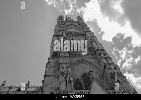 Quito, Pichincha, Equateur. 05 décembre 2017: Tour de la Basilique de la voix nationale. En raison de sa taille et de son style, il est considéré comme le plus grand neo-G Banque D'Images