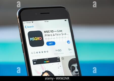 Kiev, Ukraine - le 17 septembre 2019: Apple iPhone 8 smartphone avec MSQRD mobile sur l'écran Banque D'Images