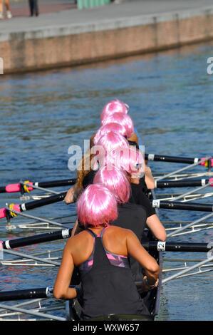 14 septembre 2019 - Italie, Lombardie, Milan, Navigli Darsena, High School rameurs en compétition lors de la coupe d'Aviron Régate des femmes de l'Équipage Banque D'Images