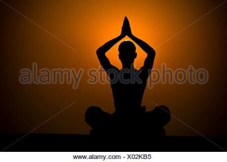 La pratique de Samadhi, Varanasi, Inde Banque D'Images