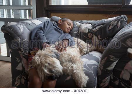 Garçon dormant Banque D'Images