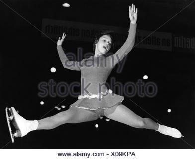 Gabriele Seyfert, 'Gaby', * 23.11.1948, la patineuse artistique allemande, pendant le championnat d'Allemagne à Berlin Est, 28.1.1962, Additional-Rights-Jeux-NA Banque D'Images