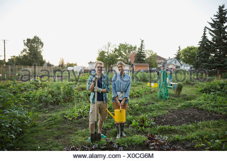 Friends Standing together in community garden Banque D'Images