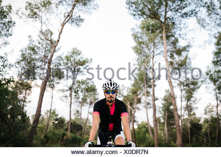 Cyclist riding a bike Banque D'Images