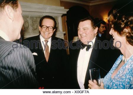 Flick, Friedrich Karl, 3.2.1927 - 5.10.2006, entrepreneur allemand, avec Franz Josef Strauß, épouse Marianne Zwicknagl, début des années 80 Banque D'Images