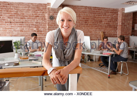 Portrait of mid adult woman in creative office Banque D'Images