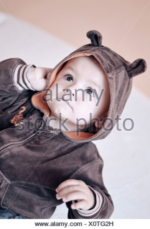 Bébé Garçon visage avec de grands yeux bruns Port Hood Banque D'Images