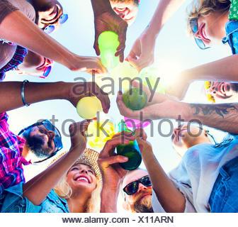 Champagne célébration à la notion d'amis vers le bas Banque D'Images
