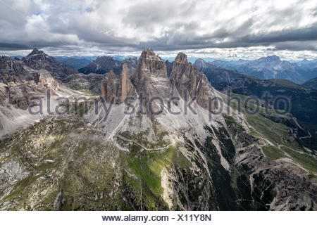 Vue aérienne de les trois sommets de Lavaredo du côté de Fiesso d'Artico, Vénétie, Italie, Europe Banque D'Images